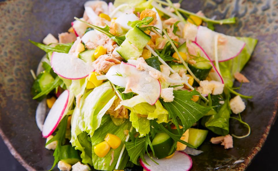 濱田屋の焼肉会席「賑わい」のサラダ